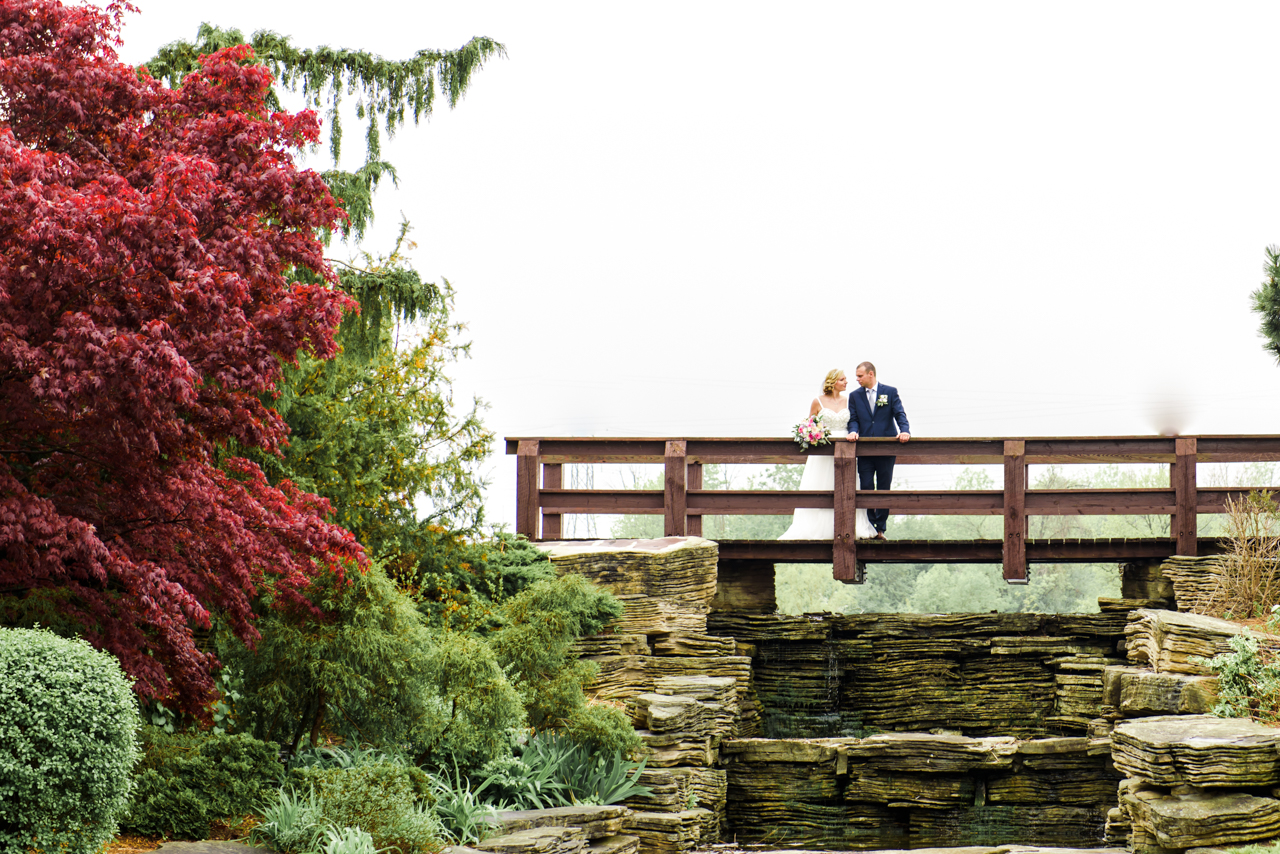 wedding pictures taken in centennial park Mississauga bride and groom standing on the bridge