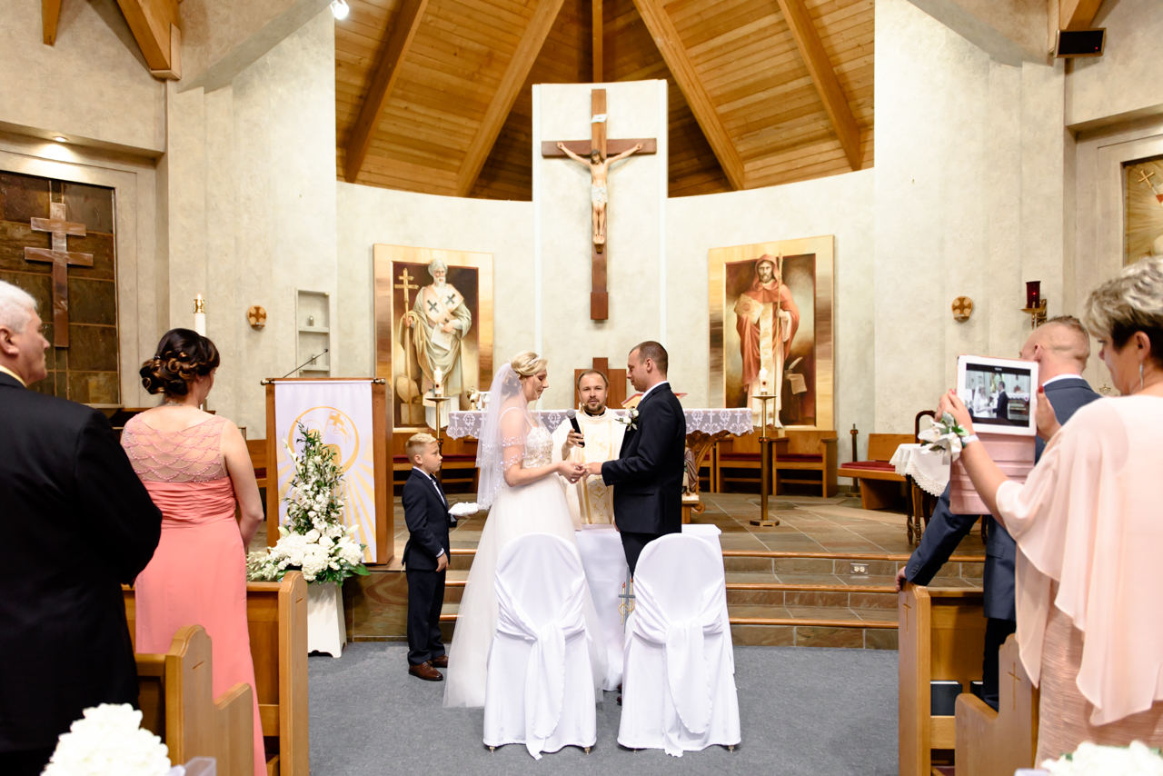 wedding ceremony at Polish Church in Mississauga