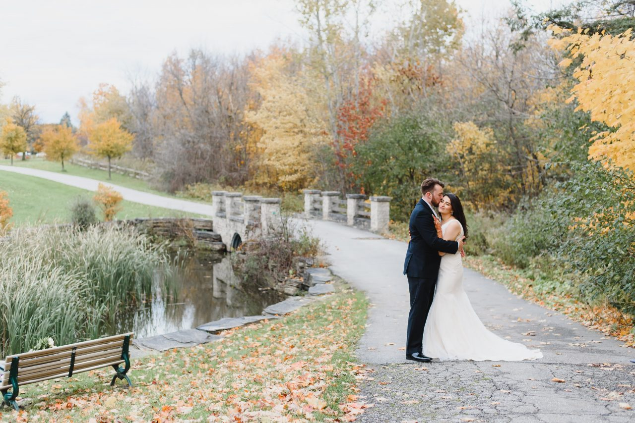 the best romantic, wedding fall picture taken in Toronto