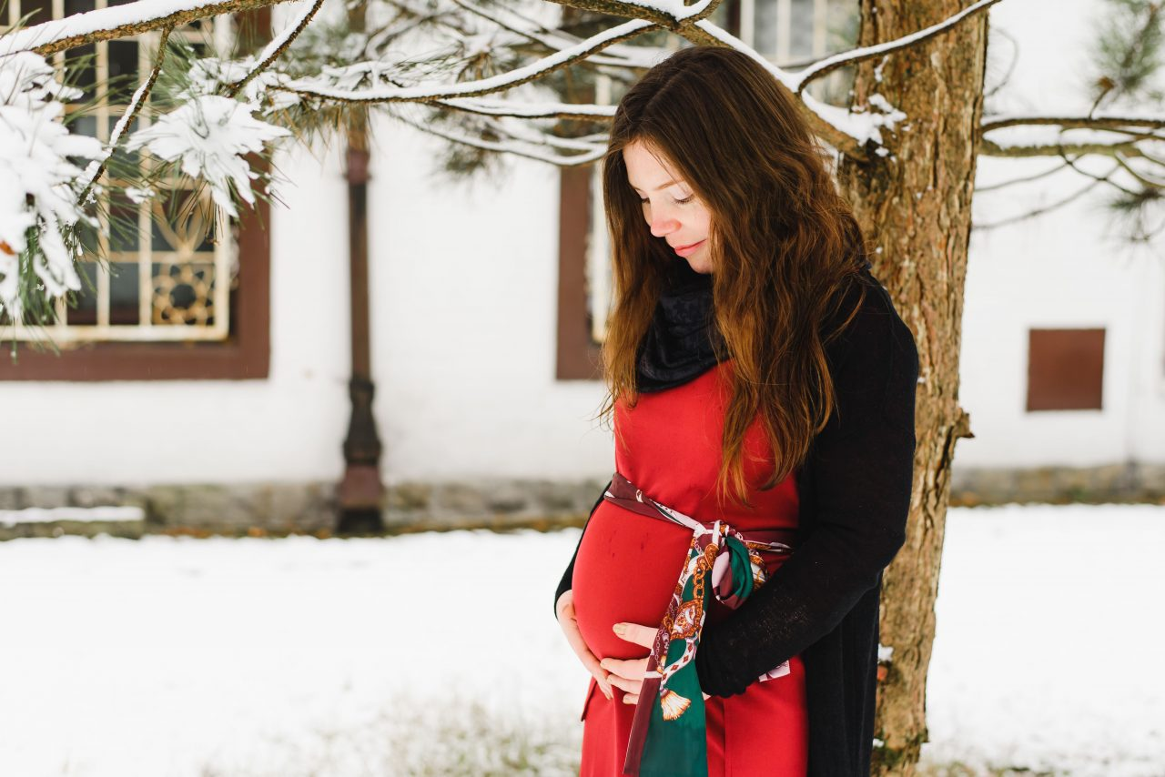 winter maternity photoshoot by family photographer