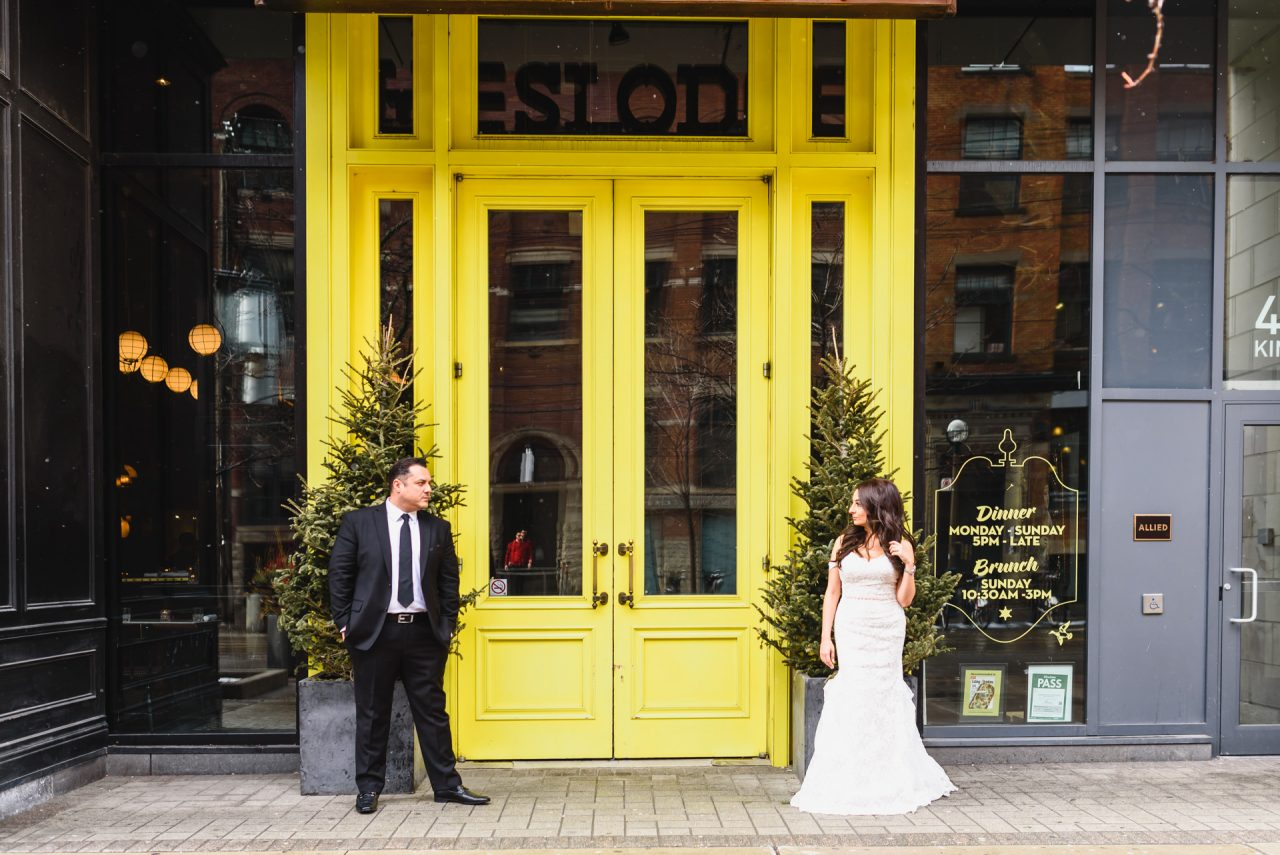 urban wedding picture taken downtown Toronto