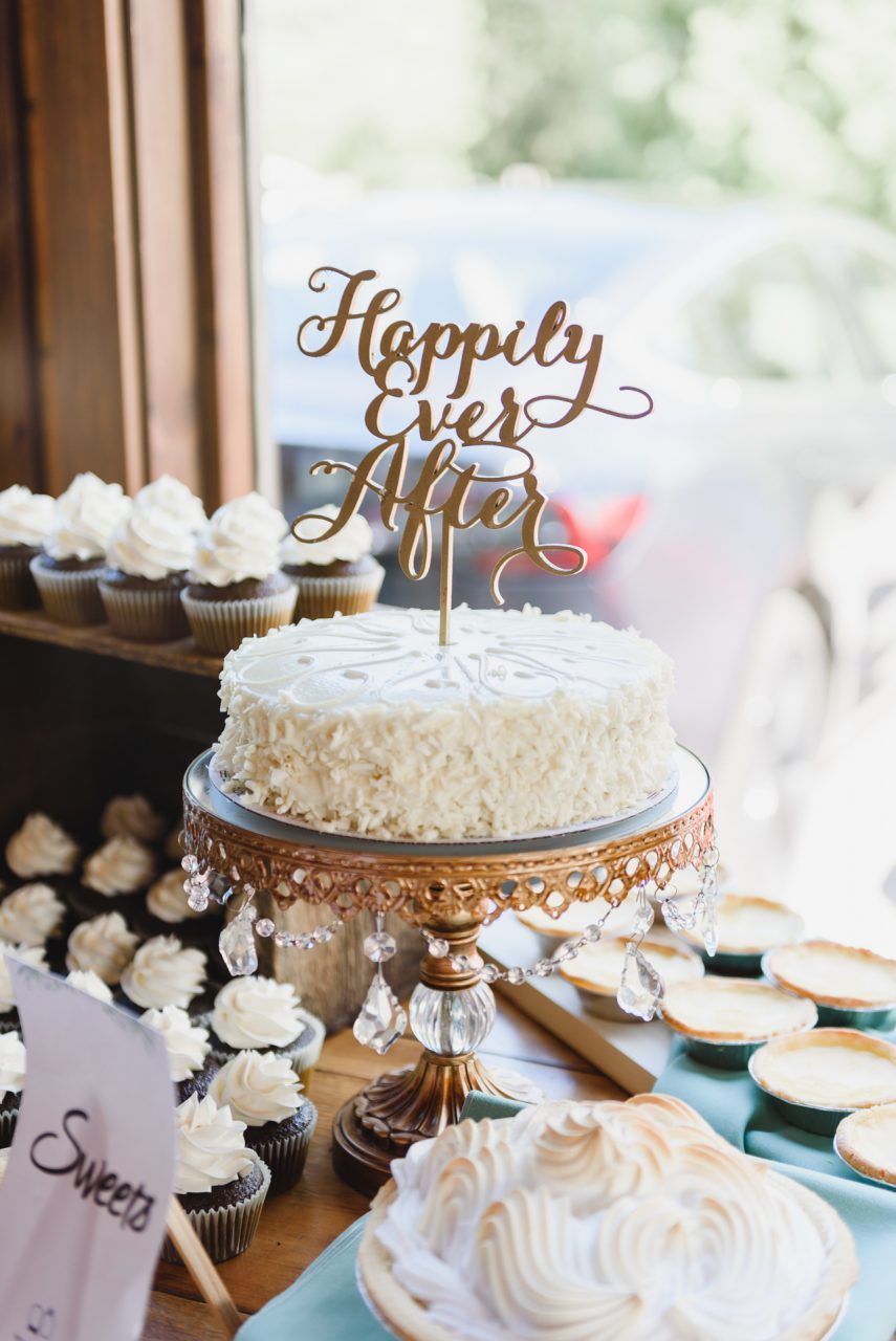 holland marsh wineries wedding reception, wedding cake by Sweet Scribbles