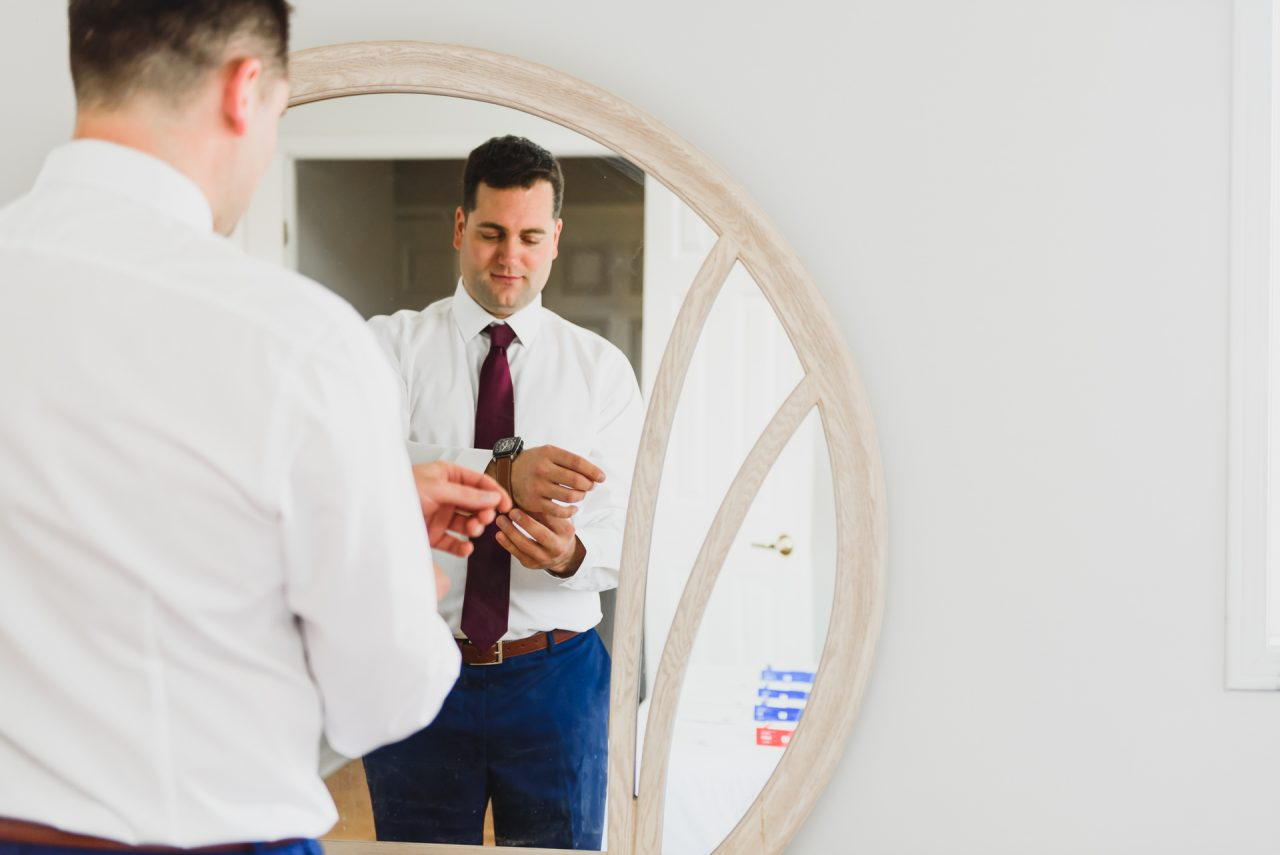 picture of groom getting ready in Mississuaga